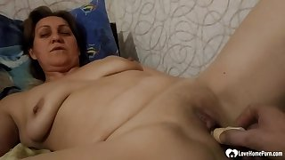 oral sex pleasures before she's screwed - Mature