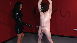 Masked man plays obedient for thirsty mistress