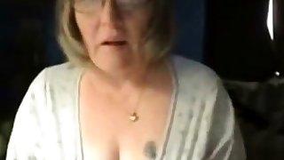 Dirty granny has fun on web cam. Amateur elder
