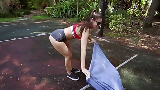 Nymphomaniac brunette loves to be fucked in nature