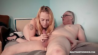 Old vs young porn integument in the matter of wizened blonde amateur Chrystal Sinn