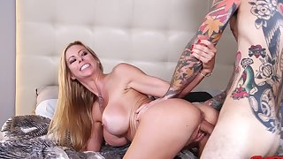 Vibrant fucking in the morning connected with busty wed Alexis Fawx