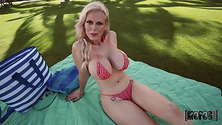 Blonde mature gets the dick surrounding a flawless POV