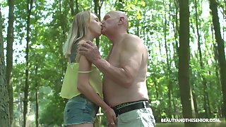 Nympho Lily Ray gets intimate with several ancient dude in be passed on park