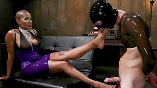 Dominant Ebony treats their way actress slave with harsh XXX